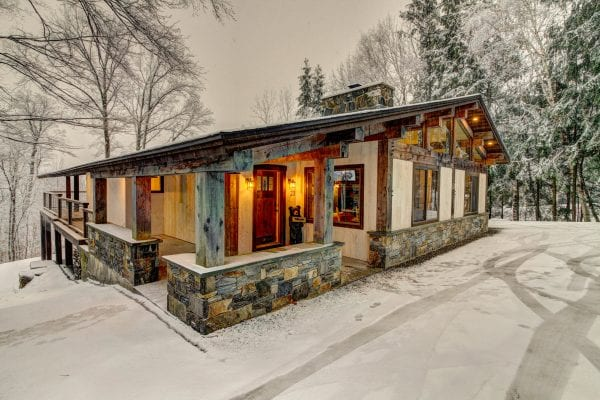 2 Front of Chalet O'Bear 2