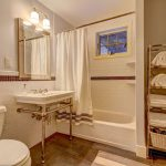 Master Bath suite with Towels rack